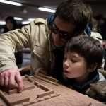Roberto con suo figlio, tocca il plastico nell'area archeologica