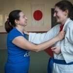 Ilaria durante la lezione di Judo, mentre prova una mossa con un'atleta della squadra di Feltre
