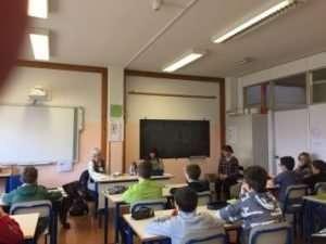 Simona Zanella nel corso di un incontro di sensibilizzazione presso una scuola