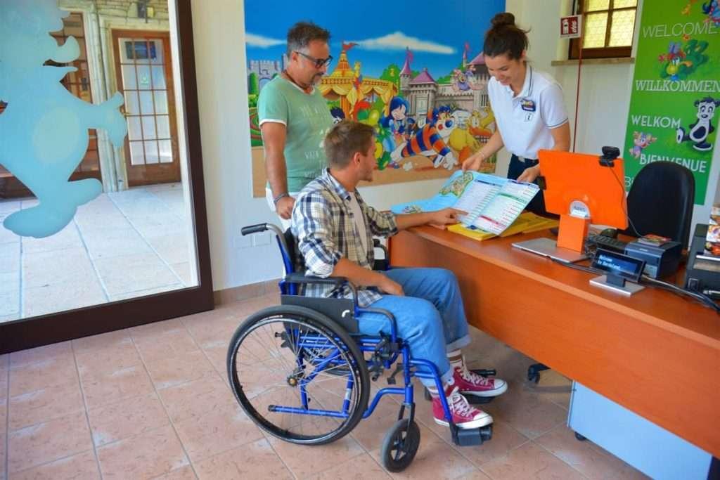 Persona disabile a Gardaland